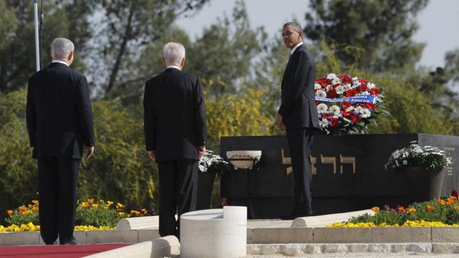 Barack Obama megkoszorúzza Herzl Tivadar emlékművét