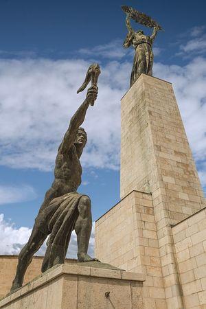 Szabadság-szobor fáklyás